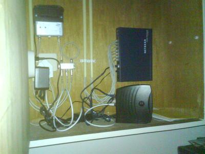 http://codecaster.nl/got/Modem_Router.JPG
