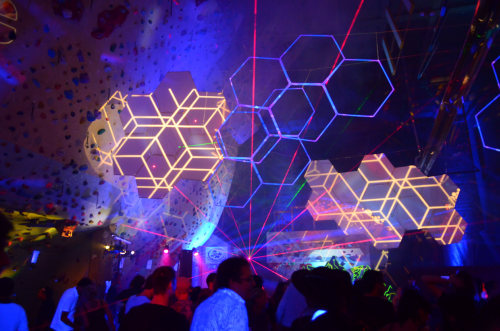http://thehospages.com/pictures/2011-parties/2011-06-11-cosmic-freak-show/thumb2/image10.jpg