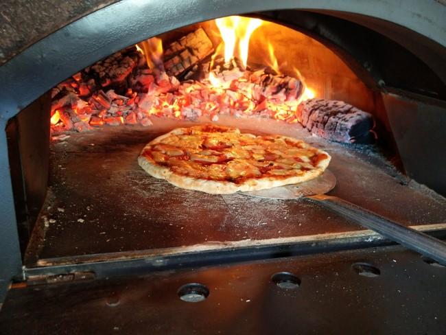 http://www.mpsoft.nl/Mattijs/Steenoven/5-6/Pizza%205-6%20(2).jpg