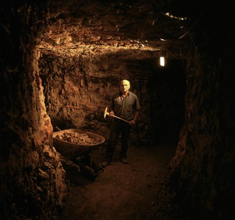 http://43rumors.com/wp-content/uploads/2009/10/mamiya7_tunnel1.jpg