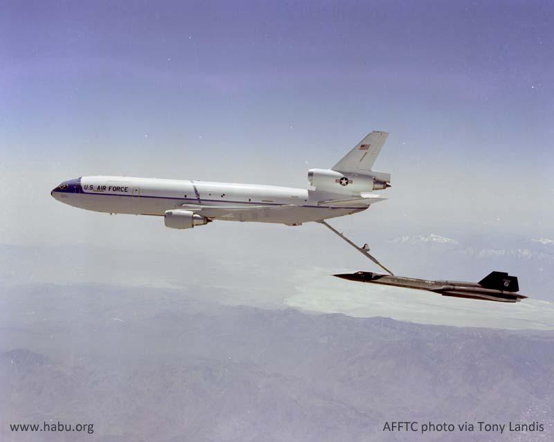 http://www.habu.org/credited/SR-71A_955_Refuel_From_KC-10_02.jpg