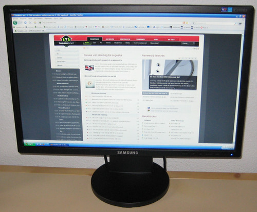 De Samsung SyncMaster 2243BW in de aan-stand