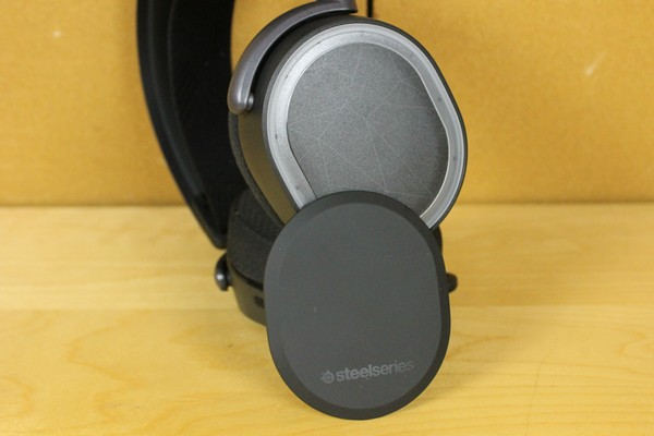 http://www.rooieduvel.nl/reviews/Steelseries/Arctis_Pro_Game/Pics/IMG_8032.JPG