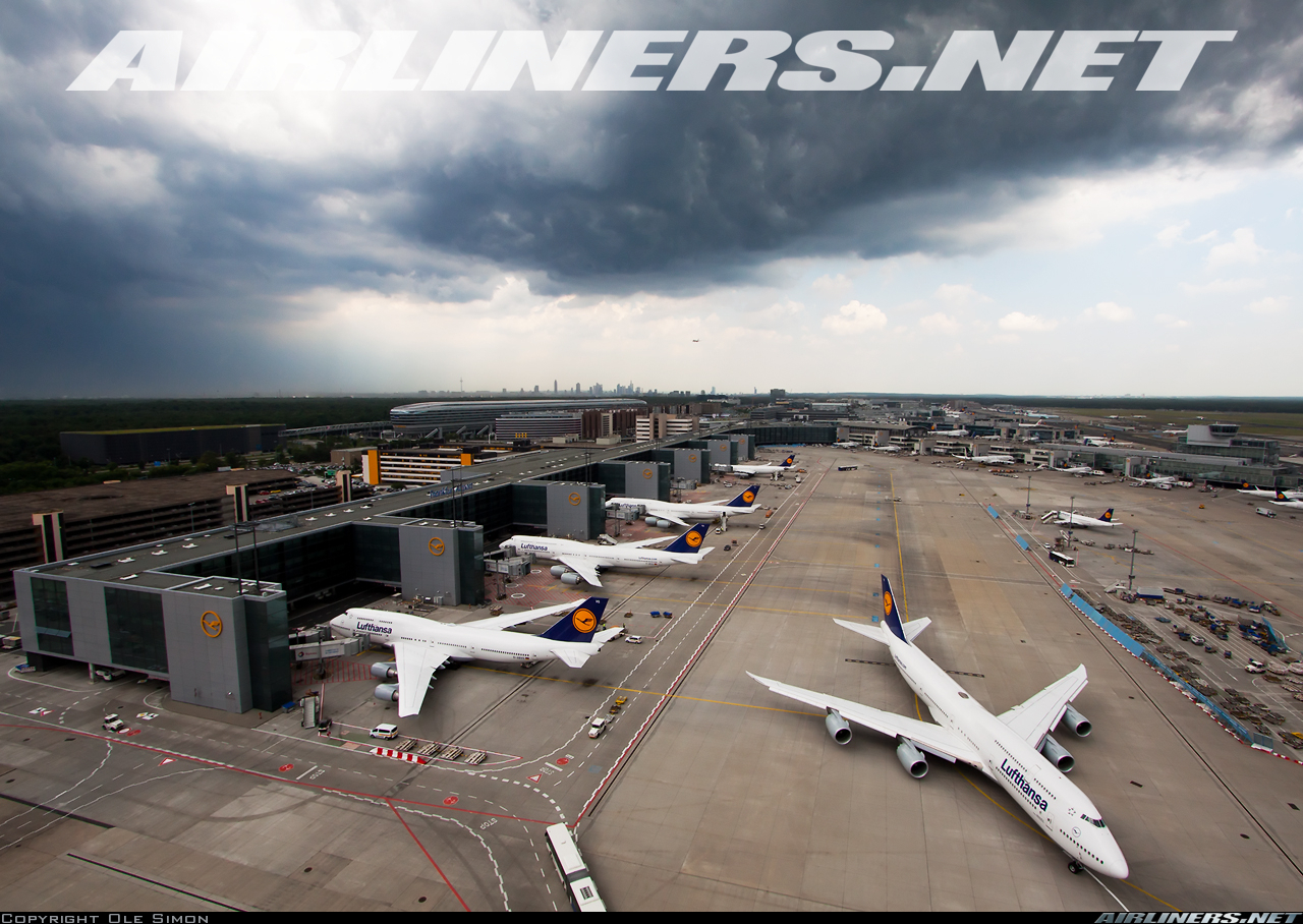 http://imgproc.airliners.net/photos/airliners/5/9/8/4399895.jpg?v=v4303746b6a9