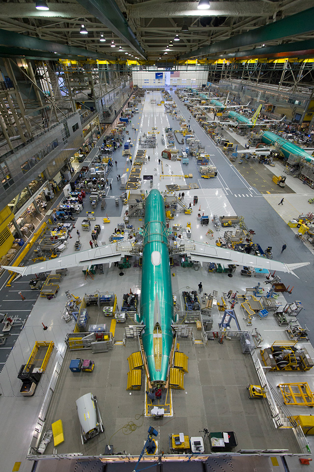 http://www.boeing.com/resources/boeingdotcom/commercial/737max/assets/images/news/begins-final-assembly-of-first-737-max/gallery/gallery-full-02.jpg