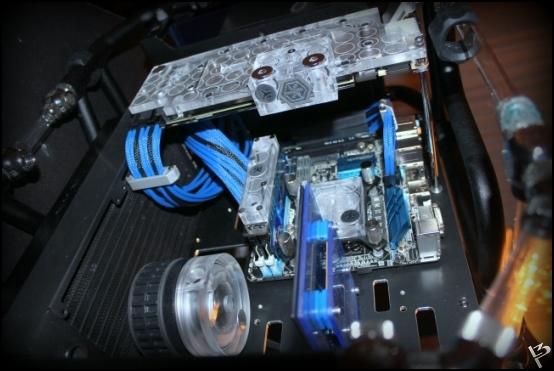 http://www.l3p.nl/files/Hardware/L3peau/Buildlog/139%20%5b550xl3pw%5d.JPG
