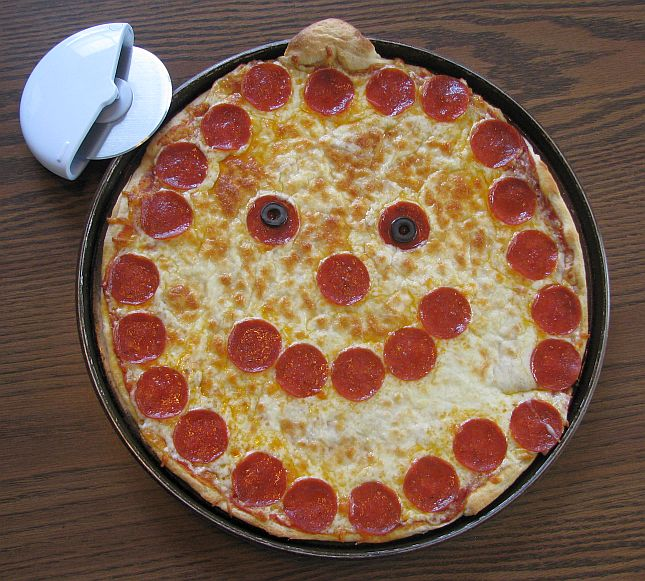 http://www.daycareanswers.com/images/jack-o-lantern-pizza.jpg