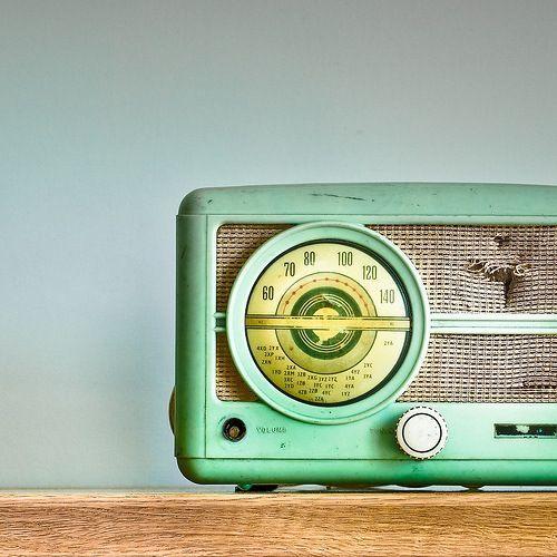 http://4.bp.blogspot.com/_3RVLRkAaWtU/TSNyWYdAz-I/AAAAAAAAEKs/j6I_VTIqwKE/s1600/vintage+green+radio+blue+mint.jpg