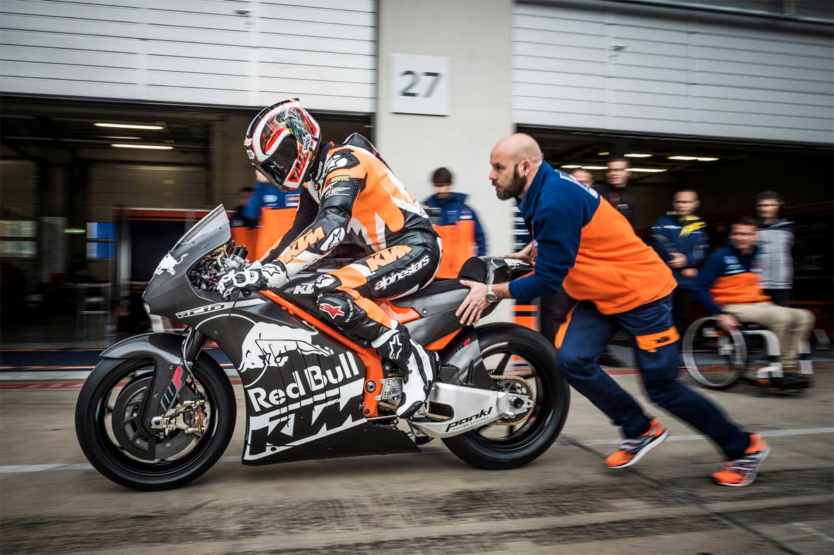 http://photos.motogp.com/2015/11/02/ktm-rc16-motogp-test.jpg