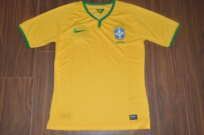 http://4.bp.blogspot.com/-TfEDZeOfeuw/Unk2utnK68I/AAAAAAAAJyU/x1FTPEts6Q8/s1600/Brazil+2014+World+Cup+Kit+1.jpg