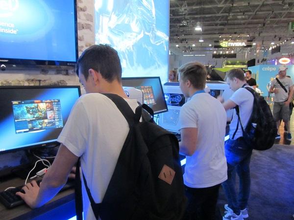 http://www.techtesters.eu/pic/BLOG-PIM/Gamescom2015-Intel/IMG_5838.JPG