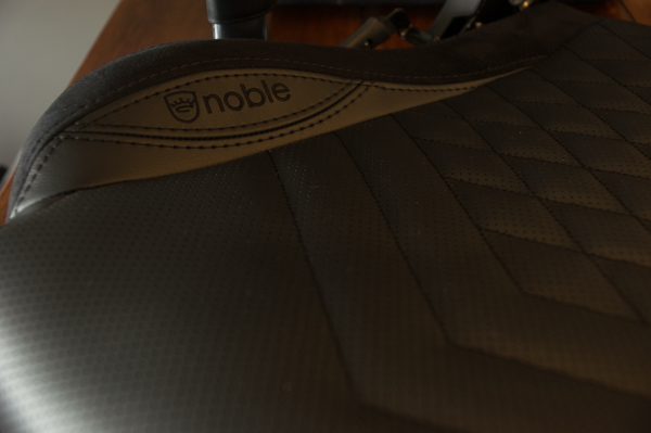 http://www.nl0dutchman.tv/reviews/noblechairs-epic/1-22.jpg