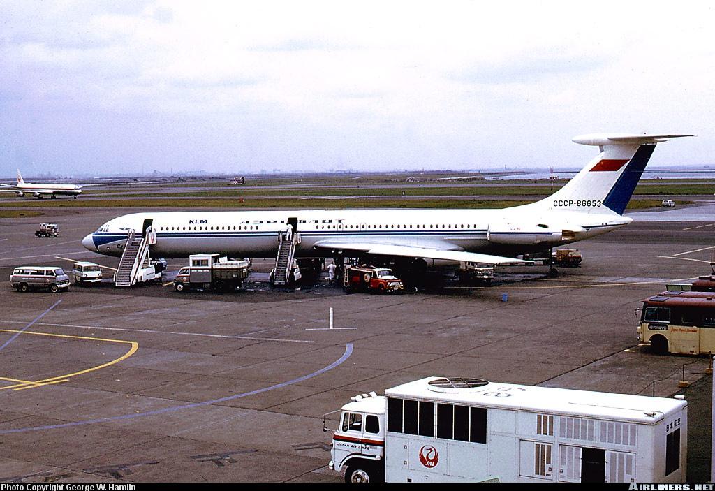 http://cdn-www.airliners.net/photos/airliners/9/2/4/0305429.jpg?v=v40