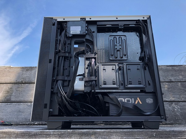 http://techgaming.nl/image_uploads/reviews/NZXT-H400i/bestand%20(41).JPG