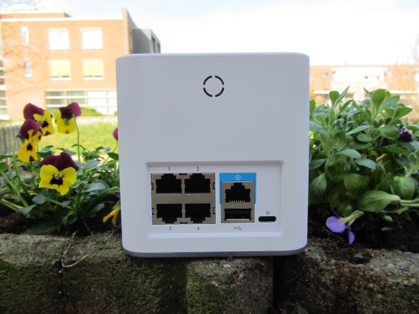 http://techgaming.nl/image_uploads/reviews/Ubiquiti-AmpliFi-HD/IMG_0695.JPG