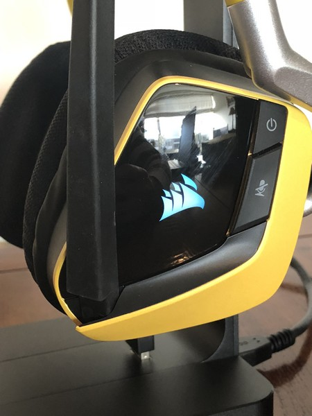 http://www.nl0dutchman.tv/reviews/corsair-mic-stand/2-41.jpg