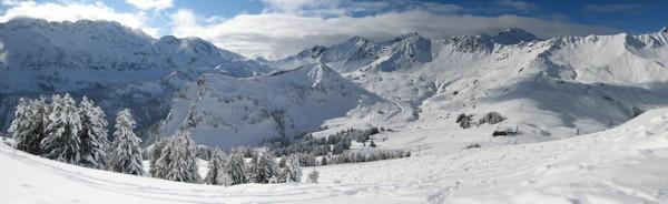 http://www.beekhuizen.net/temp/ski/pano_muur_600px.jpg