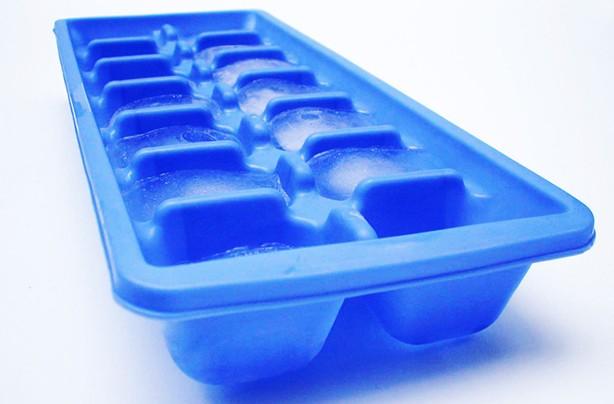http://goodtoknow.media.ipcdigital.co.uk/111/00000fe4c/6d19_orh100000w614/Ice-cube-tray.jpg