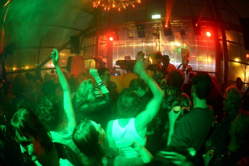 http://thehospages.com/pictures/2013-parties/2013-01-01-dazzleville/thumb2/image095.jpg