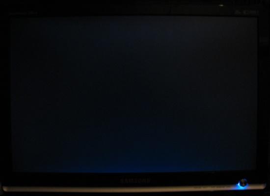 Op een zwart scherm ietwat backlight bleeding