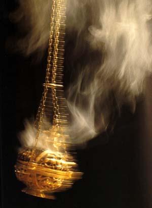 http://3.bp.blogspot.com/_CczI3LO4CjM/TA62cShxaaI/AAAAAAAAA2Y/JhMPvYKLlBs/s1600/Censing-incense-with-thurible%5B1%5D.jpg