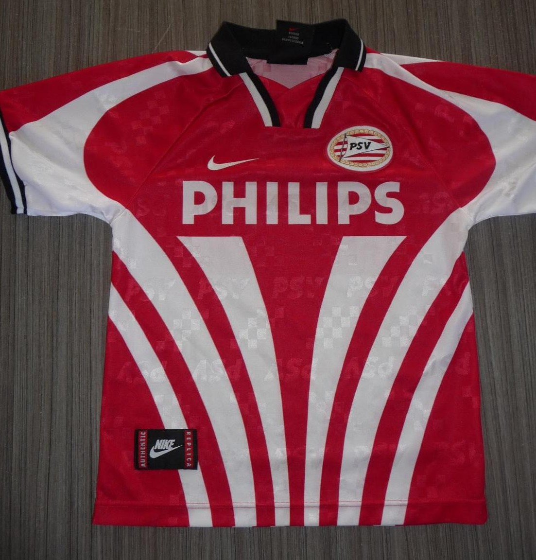 http://www.oldfootballshirts.com/img/shirts/282/psv-eindhoven-home-football-shirt-1994-1995-s_4459_1.jpg