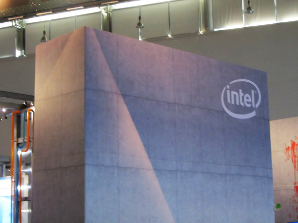 http://www.techtesters.eu/pic/BLOG-PIM/Gamescom2015-Intel/IMG_5835.JPG