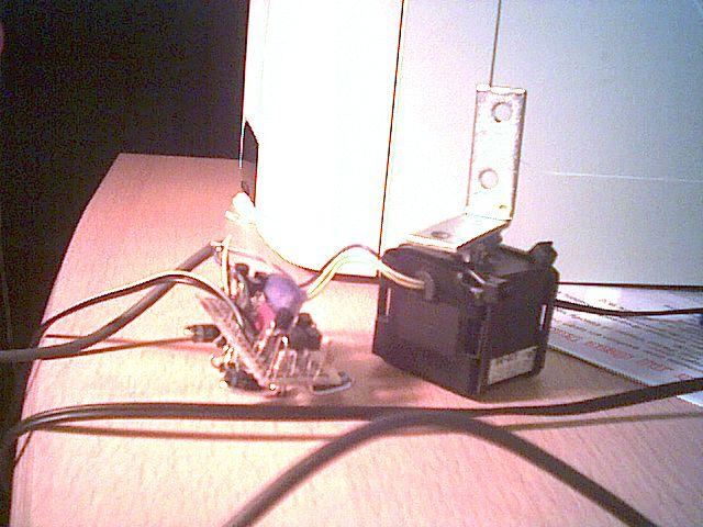 http://www.xs4all.nl/~loosen/elektronica/stappenmotor.jpg