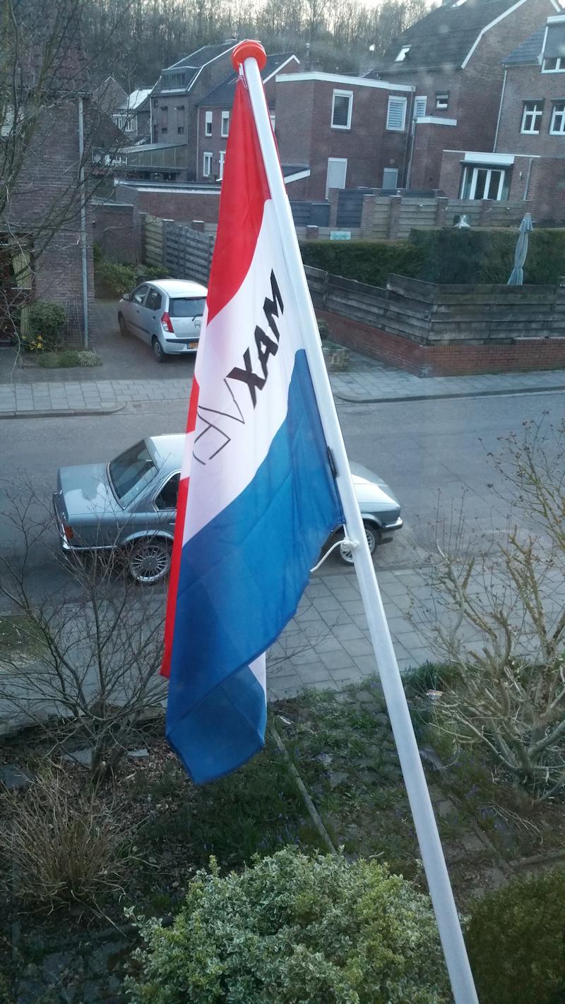 http://fotos.e30fansite.nl/Maxvlag.jpg