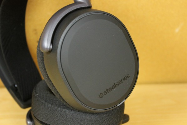 http://www.rooieduvel.nl/reviews/Steelseries/Arctis_Pro_Game/Pics/IMG_8030.JPG