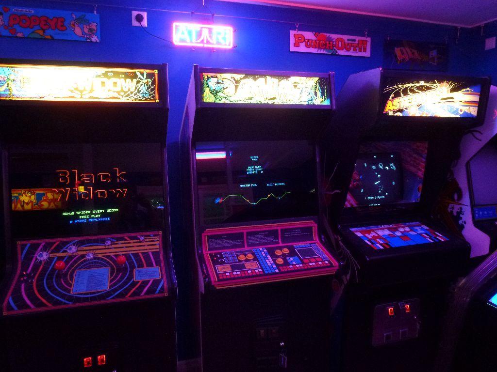 https://i50.photobucket.com/albums/f307/ckong65/Gameroom/Gameroom%20Final/P1040619_zps42fb0616.jpg