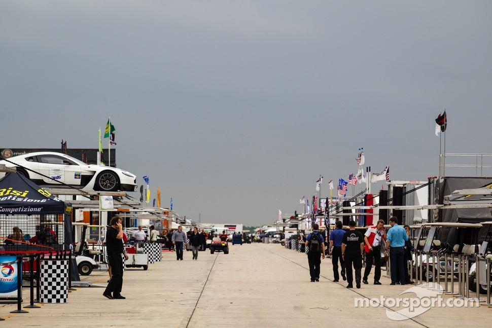 http://cdn-0.motorsport.com/static/img/mgl/1500000/1520000/1522000/1522300/1522370/s1_1.jpg