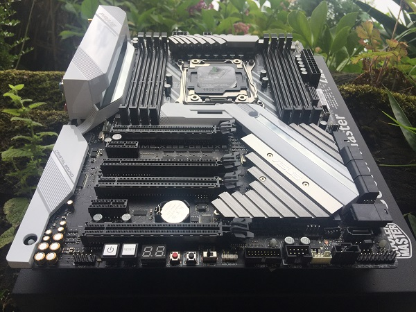 http://techgaming.nl/image_uploads/reviews/Asus-X299-Deluxe/Bestand%20(3).JPG