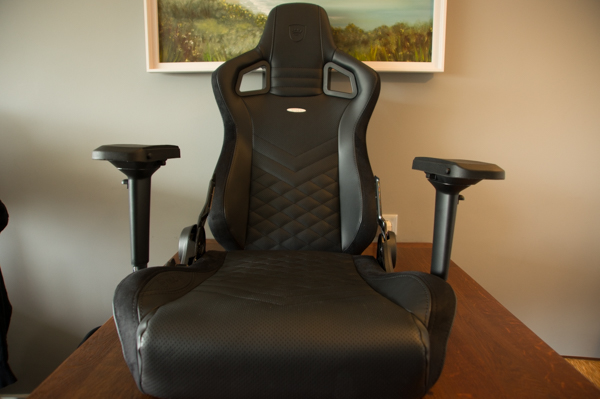 http://www.nl0dutchman.tv/reviews/noblechairs-epic/1-20.jpg