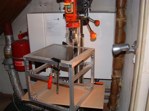 http://www.modcenter.nl/images/cubeleon3/Kolomboor+kubus%20(Custom).JPG