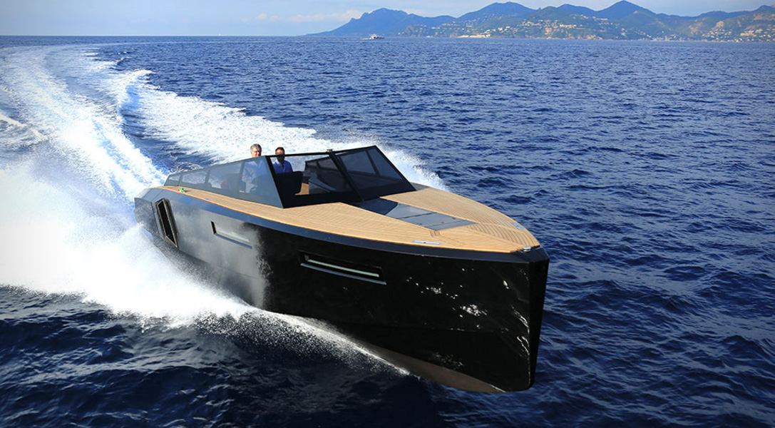 http://cdn.hiconsumption.com/wp-content/uploads/2015/12/Evo-43-Speedboat-by-Evo-Yachts-1.jpg