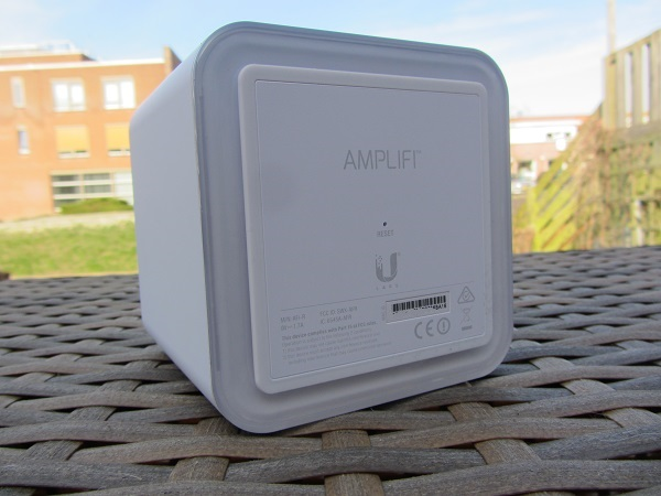 http://techgaming.nl/image_uploads/reviews/Ubiquiti-AmpliFi-HD/IMG_0660.JPG