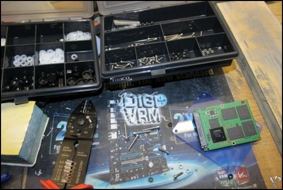 http://www.l3p.nl/files/Hardware/L3peau/Buildlog/47%20%5b550xl3pw%5d.JPG