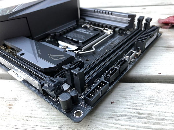 http://techgaming.nl/image_uploads/reviews/Asus-ROG-Strix-Z390-I-Gaming/ROG-Strix-Z390-I-Gaming%20(6).JPG