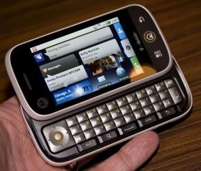 http://www.androidauthority.com/wp-content/uploads/2009/09/motorola_cliq-img_48291-294x250.jpg