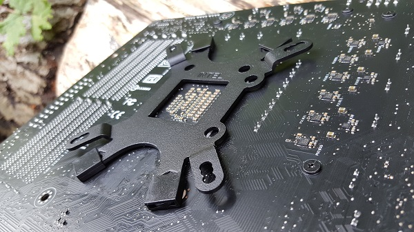 http://techgaming.nl/image_uploads/reviews/Antec-Mercury-240/bracket.jpg