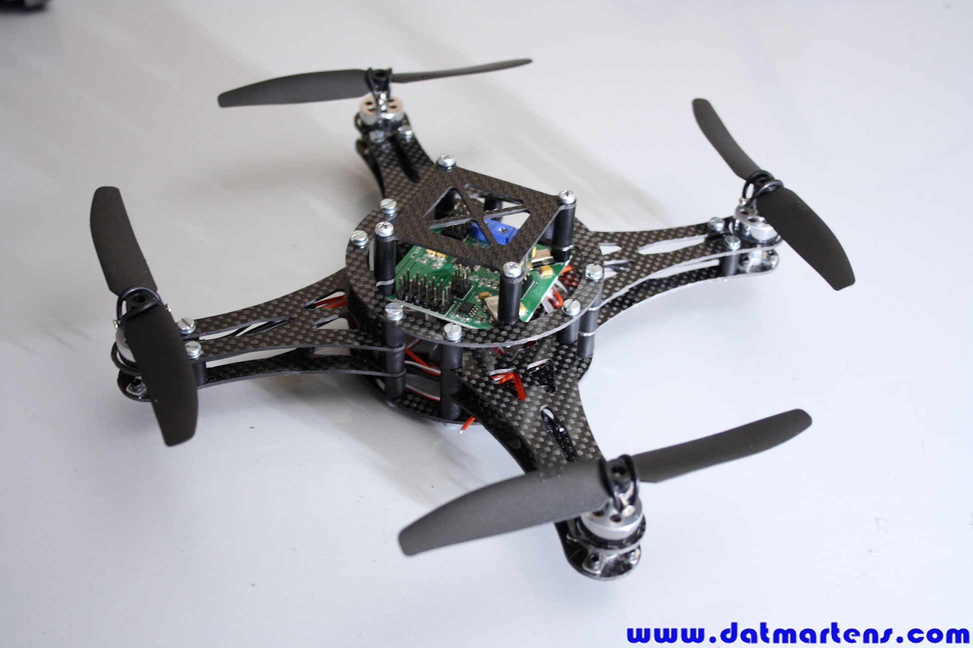http://gallery.datmartens.com/thumb.php?src=cache%2Falbums%2FProjecten%2FQuadcopter%2FPrototype+2%2FDPP_0177.JPG&size=450&ratio=OAR&save=1