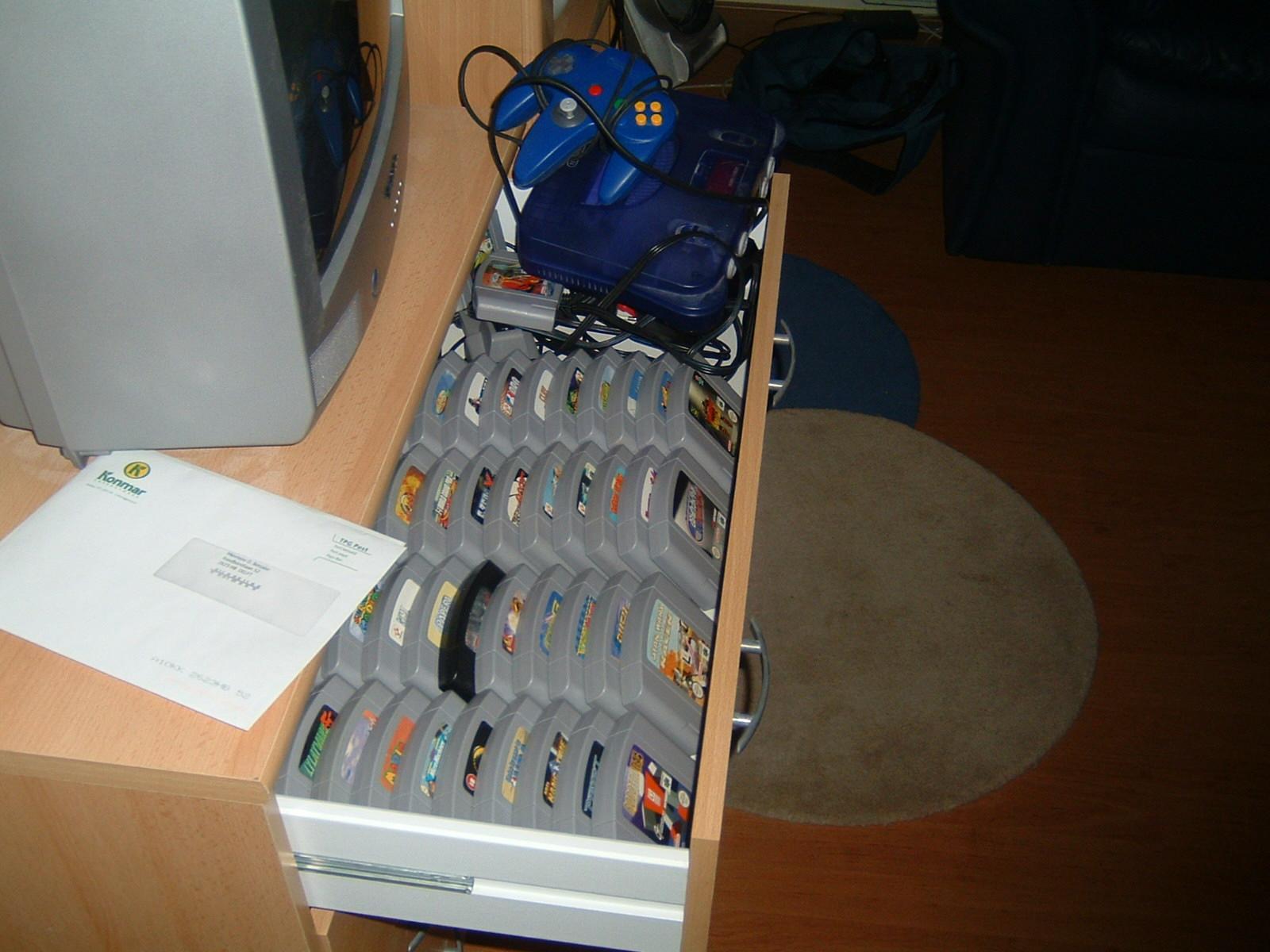 http://www.xs4all.nl/~volder/Consoleshit/N642.JPG