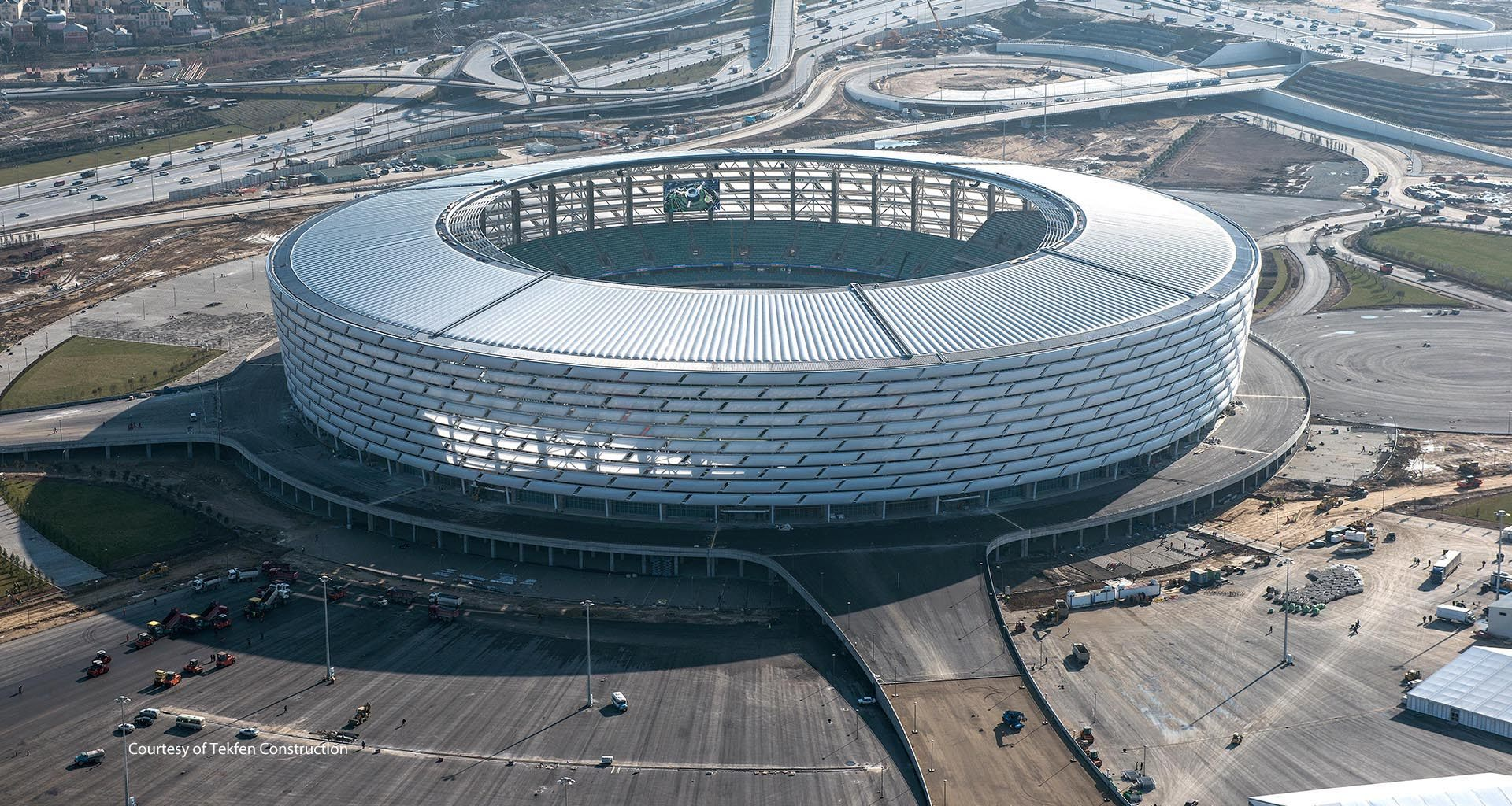 http://stadiumdb.com/pictures/stadiums/aze/baku_olympic_stadium/baku_olympic_stadium14.jpg