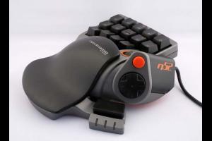De Belkin Nostromo N52 was waarschijnlijk de eerste echt bruikbare speedpad. De voorganger, de Nostromo N50, had vier toetsen minder.