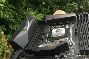 http://techgaming.nl/image_uploads/reviews/Asus-ROG-X299-Strix/low2.JPG
