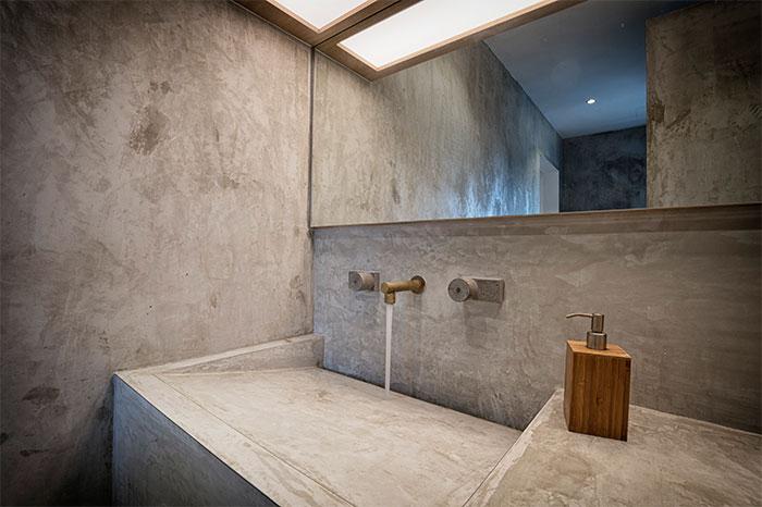 http://www.badkamers-voorbeelden.nl/afbeeldingen/betonstuc-wastafel.jpg
