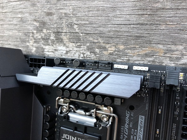 http://techgaming.nl/image_uploads/reviews/Asus-ROG-Strix-Z390-I-Gaming/ROG-Strix-Z390-I-Gaming%20(12).JPG