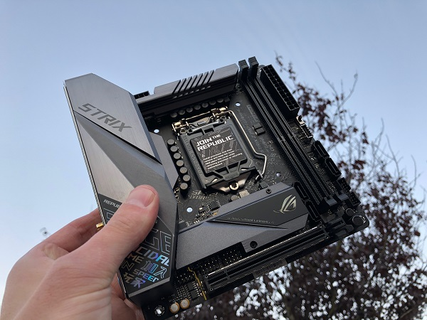 http://techgaming.nl/image_uploads/reviews/Asus-ROG-Strix-Z390-I-Gaming/ROG-Strix-Z390-I-Gaming%20(16).JPG