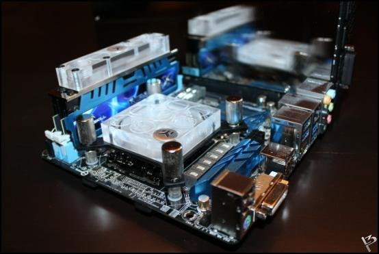 http://www.l3p.nl/files/Hardware/L3peau/Buildlog/80%20%5b550xl3pw%5d.JPG